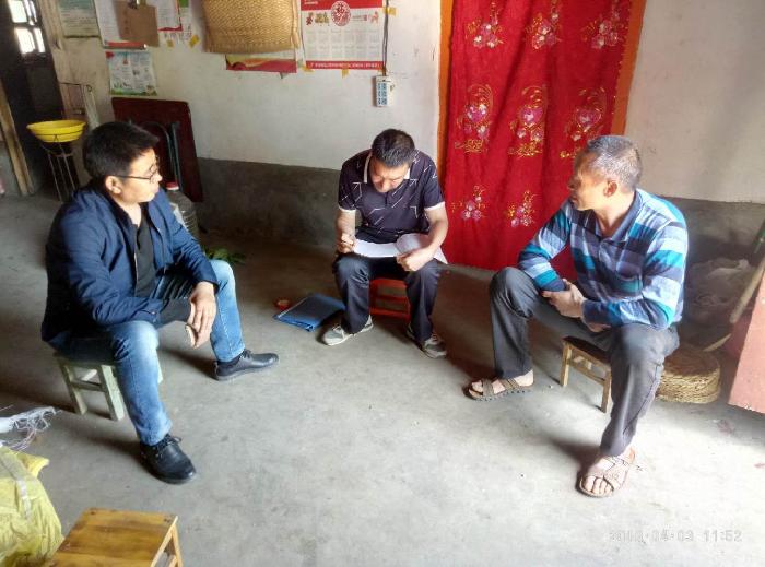 国有流岭林场场长李书学同志入户进行座谈、交流,了解群众所需、所盼。