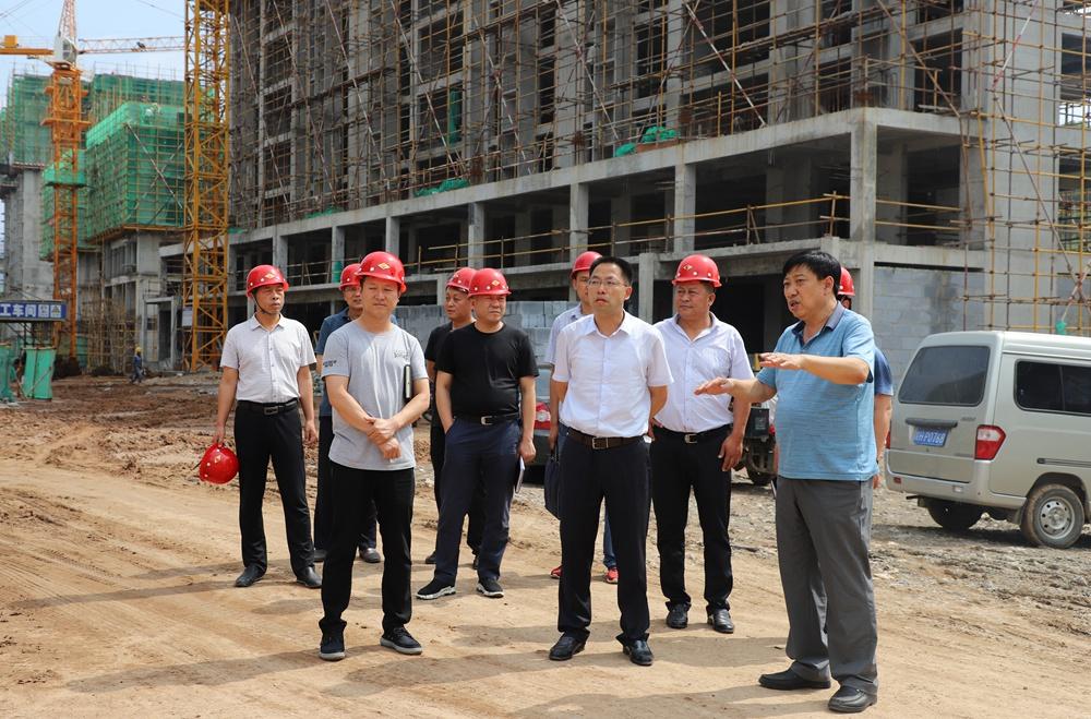 县长徐秀全检查指导易地移民搬迁安置点建设工作