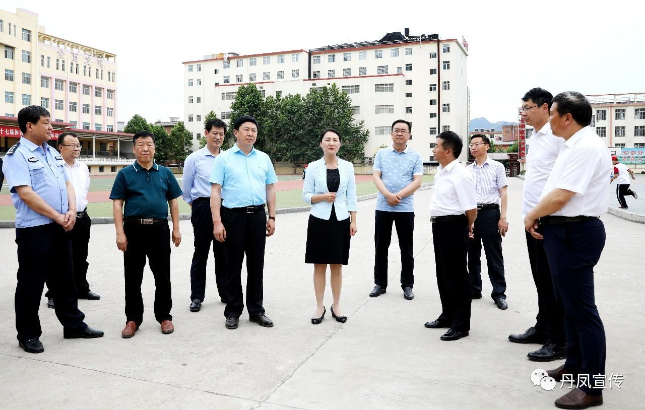 县委书记郑晓燕实地检查高考备考工作